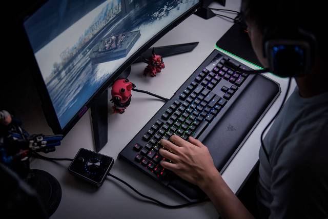Razer BlackWidow Chroma v2 - для гейминга