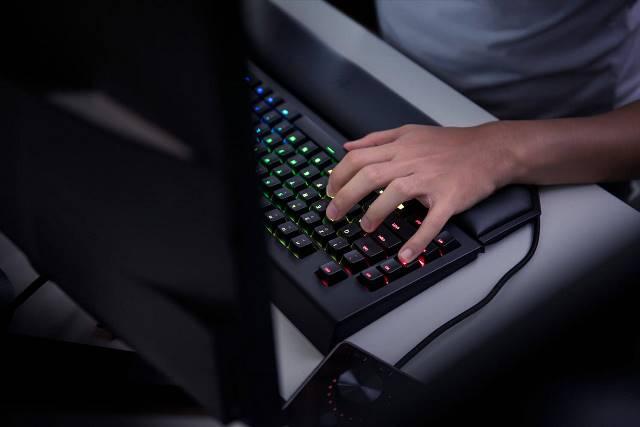 Razer BlackWidow Chroma v2 - во время игры