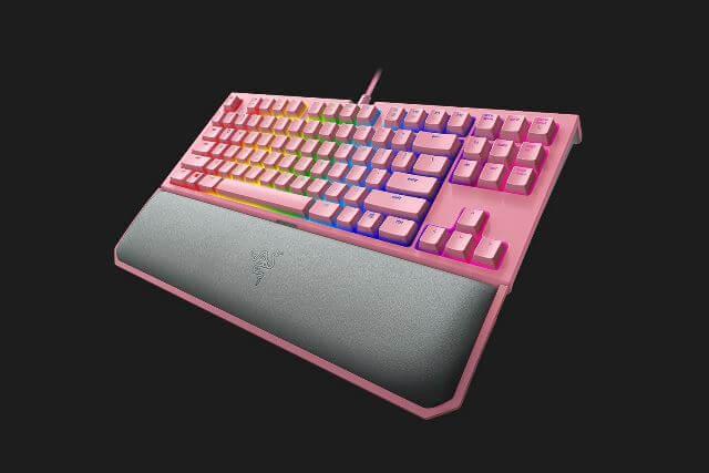 Razer BlackWidow Tournament Edition Chroma V2 Quartz Pink - вид под углом